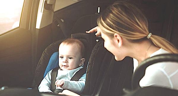 Перевозка ребенка на переднем сиденье автомобиля - можно или нет?