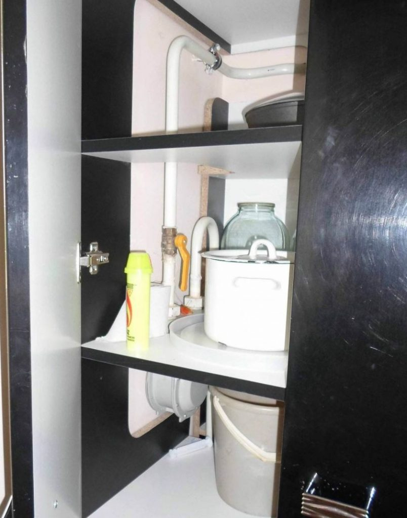 Gas-pipe-in-the-kitchen-15-804x1024