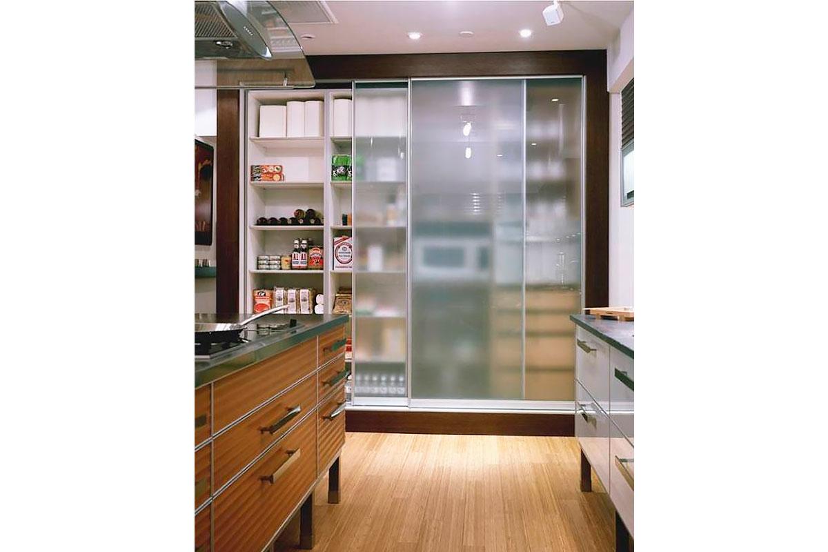 встроенный-шкаф-купе-для-кухни
