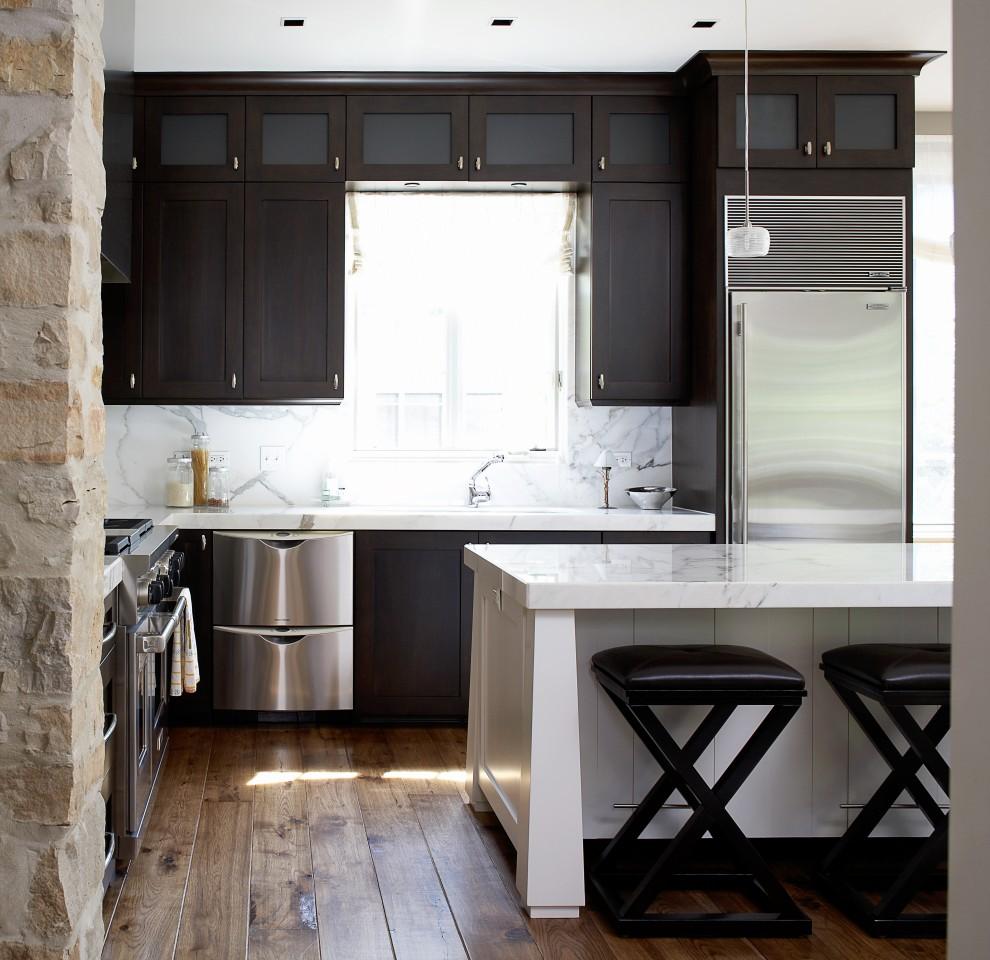 интерьер-кухни-студии-со-столовой-зоной