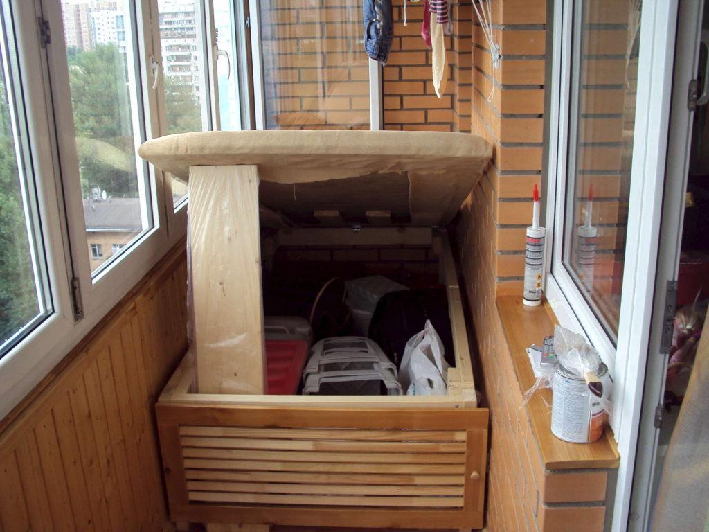 otkidnye-krovati-na-balkone-04